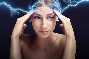 persoon met zware hoofdpijn